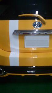 トヨタ-アクア シンプルにストライプをラッピング